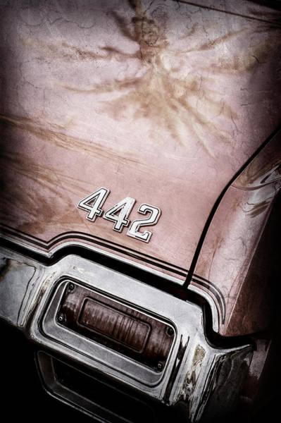 Oldsmobile 442 Wall Art - Photograph - 1971 Oldsmobile 442 Convertible Tail Light Emblem -0445ac by Jill Reger