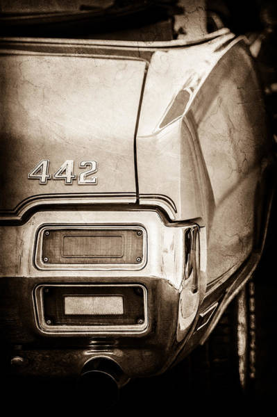 Oldsmobile 442 Wall Art - Photograph - 1971 Oldsmobile 442 Convertible Tail Light Emblem -1683s by Jill Reger