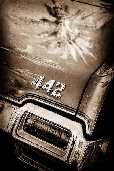 Oldsmobile 442 Wall Art - Photograph - 1971 Oldsmobile 442 Convertible Taillight Emblem -0445s by Jill Reger