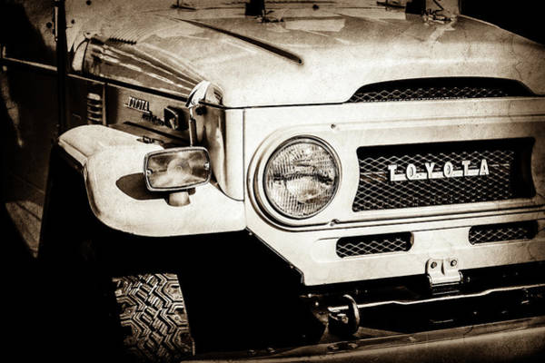 Wall Art - Photograph - 1973 Toyota Fj40 Land Cruiser Grille Emblem -1918s by Jill Reger