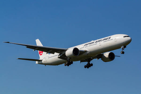Wall Art - Photograph - Japan Airlines Boeing 777 by David Pyatt