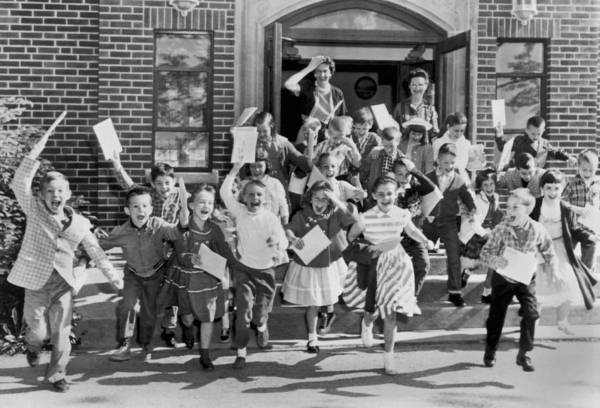 Wall Art - Photograph - Last Day Of School by Underwood Archives