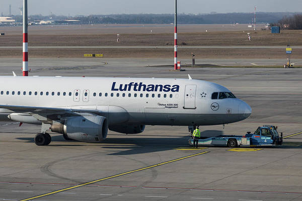 Wall Art - Photograph - Lufthansa Airbus A320-211 by David Pyatt