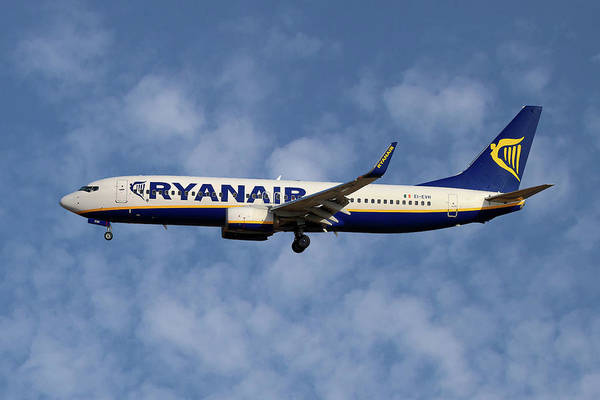 Airline Wall Art - Photograph - Boeing 737 Ryanair by Smart Aviation