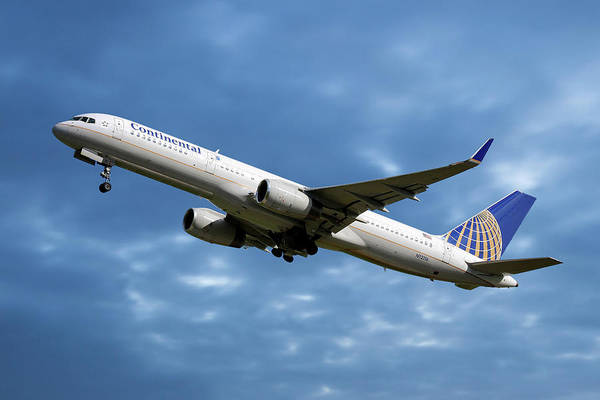 Wall Art - Photograph - United Airlines Boeing 757-224 by Smart Aviation