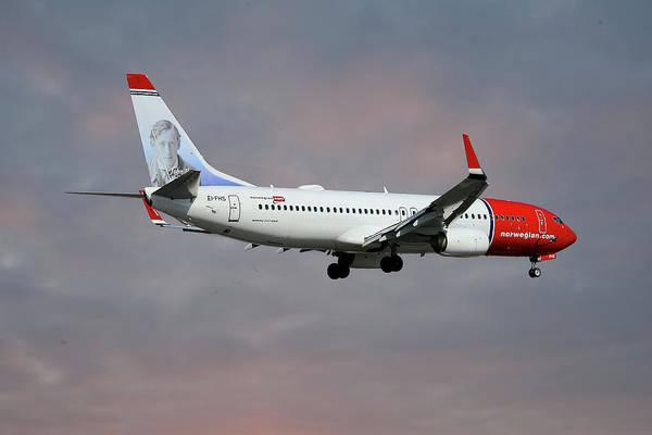 Wall Art - Photograph - Norwegian Boeing 737-8jp by Smart Aviation