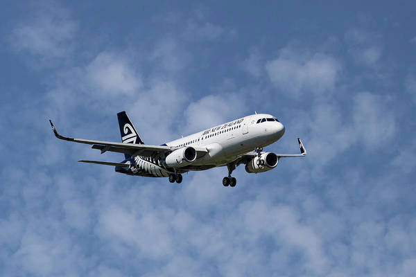 Zealand Photograph - Air New Zealand Airbus A320 by Smart Aviation