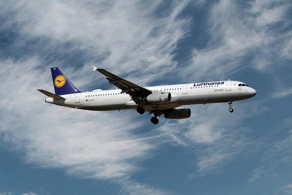 Airbus Photograph - Lufthansa Airbus A321-231 by Smart Aviation