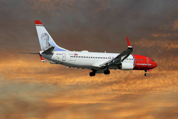Aeroplane Photograph - Norwegian Boeing 737-8jp by Smart Aviation