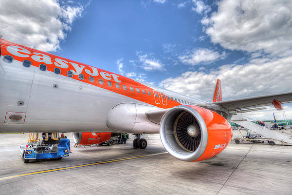 Wall Art - Photograph - Easyjet Airbus A320 by David Pyatt