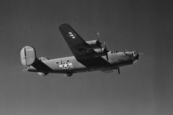 Fighter Plane Photograph - Wwii Us Aircraft In Flight by American School