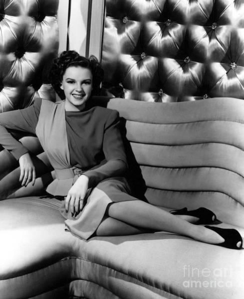 Aod Wall Art - Photograph - Judy Garland (1922-1969) by Granger