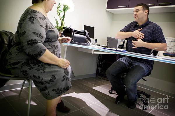 Dialogue Photograph - Obesity Clinic by Am�lie Benoist
