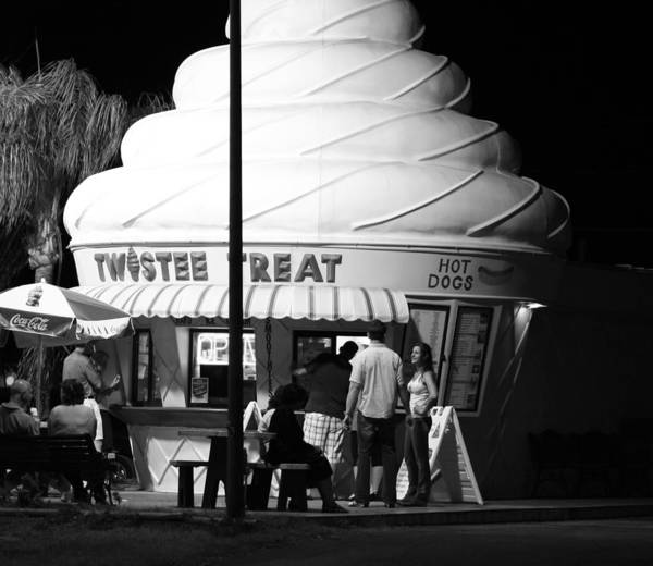 Photograph - Twistee Treat by David Ralph Johnson