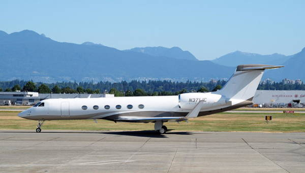 Vancouver International Airport Wall Art - Photograph - A Gulfstream V Taxis By At Yvr by Darrell MacIver