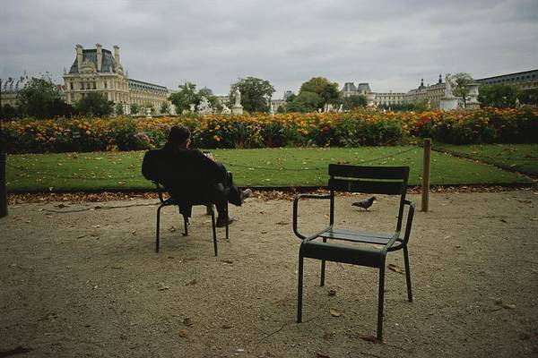 Jardin Des Tuileries Photograph - A Man Reads In The Tuileries Gardens by Raul Touzon