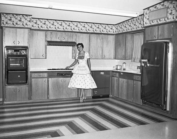 Wall Art - Photograph - A Model Kitchen Display by Underwood Archives