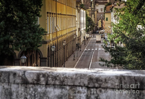 Photograph - A Street In Lucca by Prints of Italy
