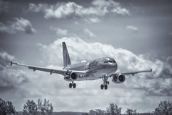 Jetblue Wall Art - Photograph - A320 On Approach by Guy Whiteley