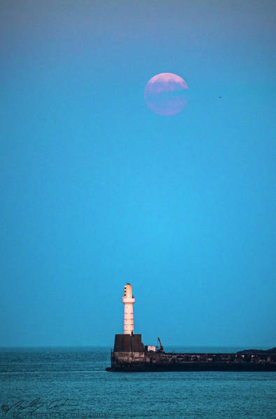 Photograph - Aberdeen Lighthouse And Full Buck Moon by Beverly Cash