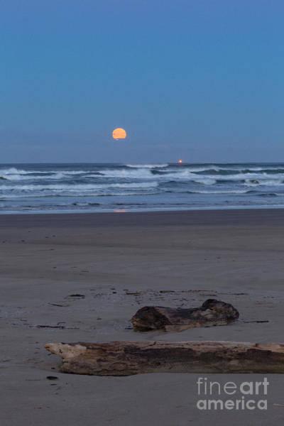 Photograph - Agate Beach Moonset by Richard Sandford