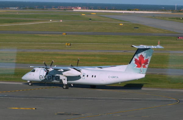 Vancouver International Airport Wall Art - Photograph - Air Canada Express Dash 8-300 by Darrell MacIver