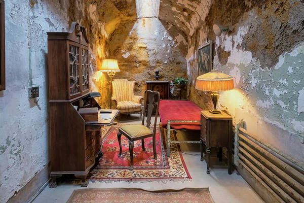 Photograph - Al Capone's Cell by Tom Singleton