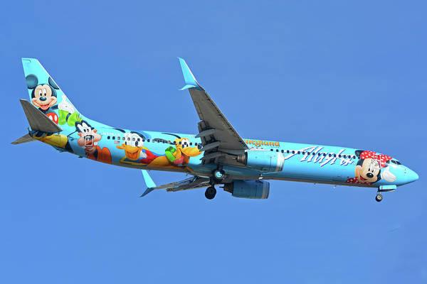 Wall Art - Photograph - Alaska 737-990 N318as Spirit Of Disneyland Phoenix Sky Harbor November 27 2017 by Brian Lockett