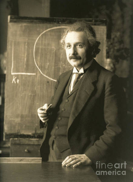 Mass-energy Equivalence Wall Art - Photograph - Albert Einstein, Lecturing In Vienna by Science Source