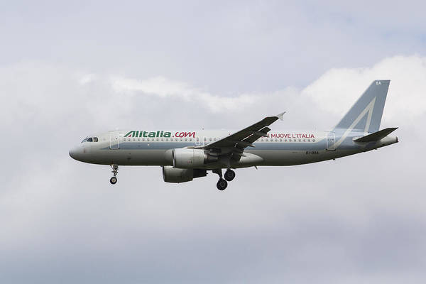 Wall Art - Photograph - Alitalia Airbus 320 by David Pyatt