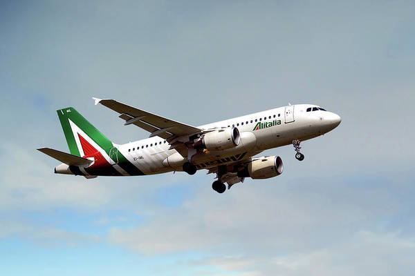 Alitalia Photograph - Alitalia Airbus A319-112 by Smart Aviation
