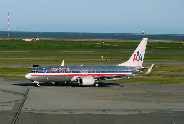 Vancouver International Airport Wall Art - Photograph - American Airlines 737-800 by Darrell MacIver