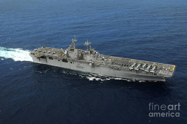 Amphibious Assault Ship Wall Art - Photograph - Amphibious Assault Ship Uss Kearsarge by Stocktrek Images