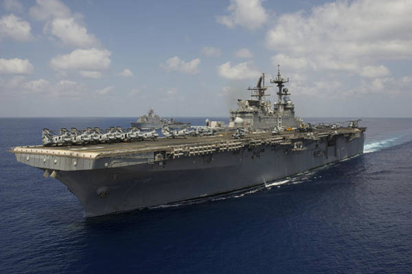 Amphibious Assault Ship Wall Art - Photograph - Amphibious Assault Ship Uss Makin by Stocktrek Images