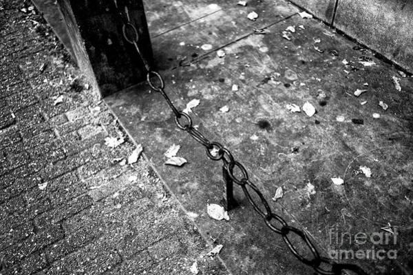 Chain Link Photograph - Amsterdam Links Mono by John Rizzuto
