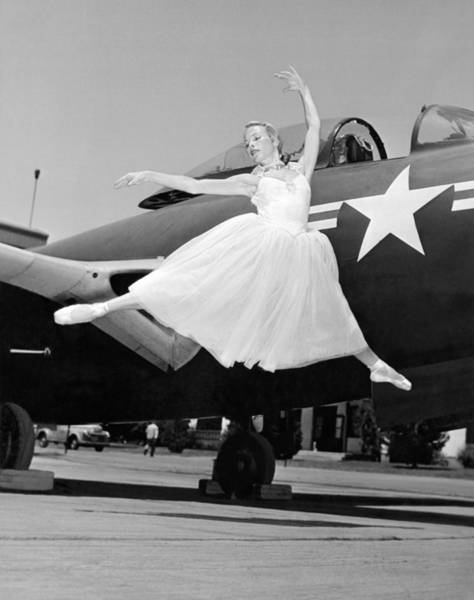 Army Air Corps Photograph - An American Ballerina by Underwood Archives