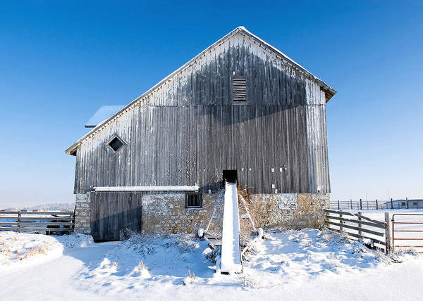 Photograph - An Old Barn by Todd Klassy