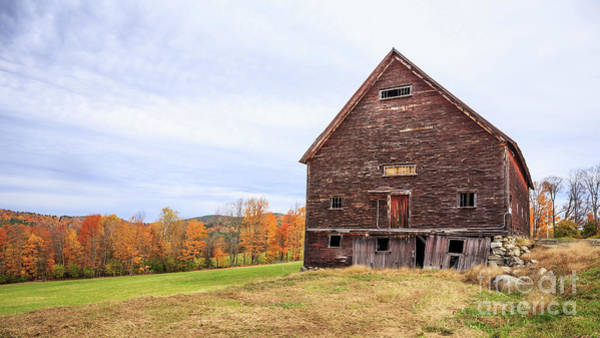New England Barn Photograph - An Old Wooden Barn In Vermont. by Edward Fielding