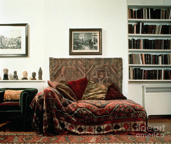 Wall Art - Photograph - Analytic Couch In Sigmund Freud's Study by English School