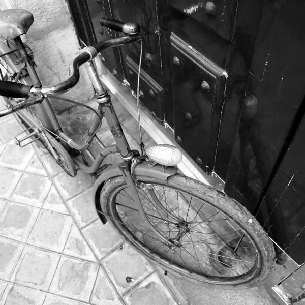 Photograph - Antique Bicycle 2b by Andrew Fare