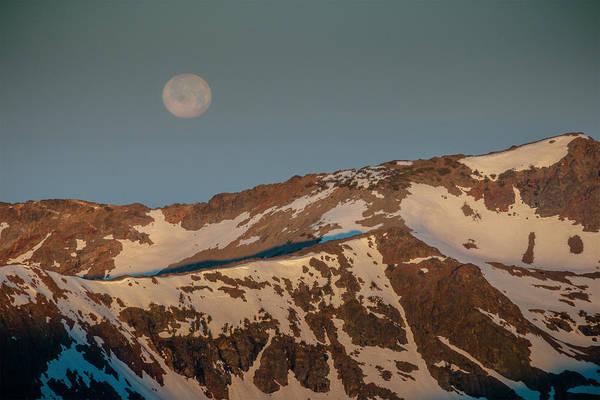 Alpenglow Photograph - Aplenglow Full Moon Set by Mike  Herron