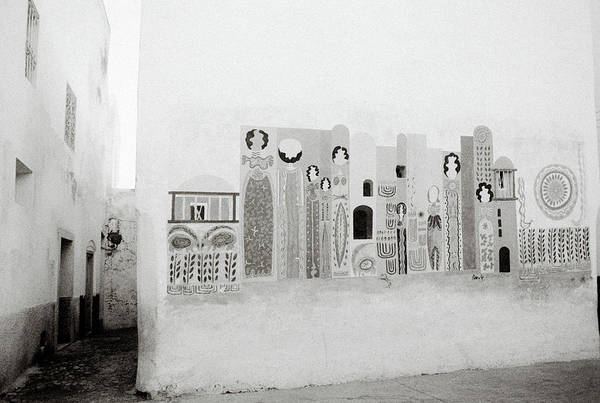 Asilah Wall Art - Photograph - Art In The Casbah by Shaun Higson