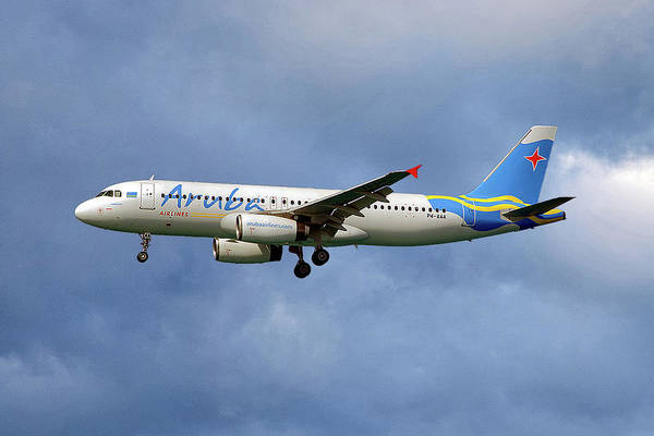 Wall Art - Photograph - Aruba Airlines Airbus A320-232 117 by Smart Aviation