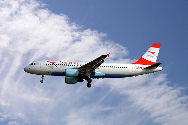 Wall Art - Photograph - Austrian Airlines Airbus A320-214 by Smart Aviation