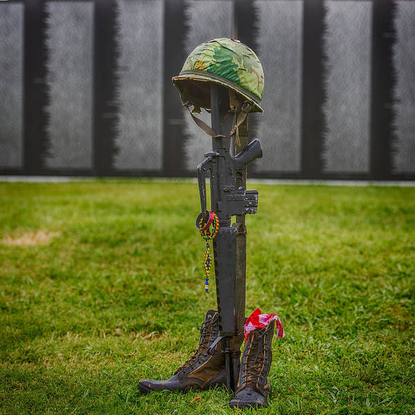 Honor Guard Photograph - Battle Field Cross At The Traveling Wall by Paul Freidlund