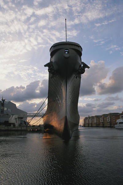 Norfolk Southern Wall Art - Photograph - Battleship U.s.s. Wisconsin Illuminated by Todd Gipstein