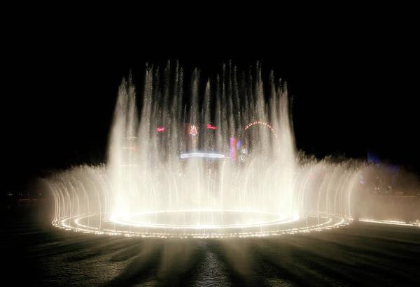 Photograph - Bellagio Fountain Night by Marilyn Hunt