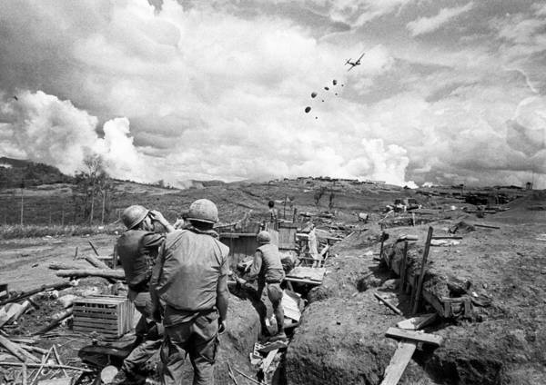 Beret Photograph - Ben Het Green Beret Air Drop by Underwood Archives
