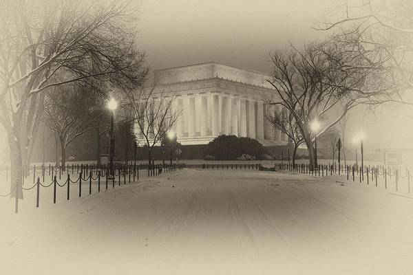 Wall Art - Photograph - Blizzard At The Lincoln Memorial by Gene Sizemore
