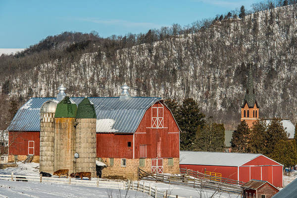 Red Bluff Photograph - Bluff Country Barn by Paul Freidlund